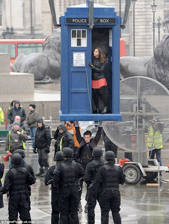 50th-anniversary-filming-tardis-smith-Trafalgar-b
