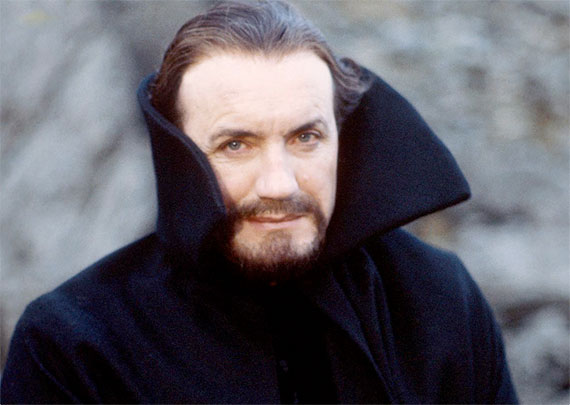 Anthony-Ainley-master-cloak
