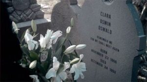 clara-oswin-oswald-gravestone-snowmen