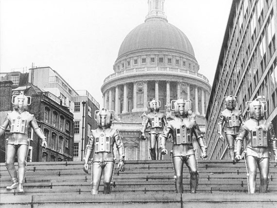 Doctor Who saison 8 - Page 7 Cybermen-the-invasion-london