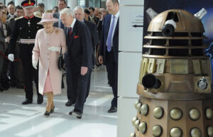 dalek-vs-the-queen