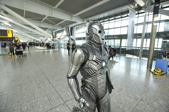 doctor-who-heathrow-airport-2013-(6)