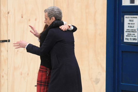 doctor-who-series-8-filming-capaldi-clara-queen-street-hug