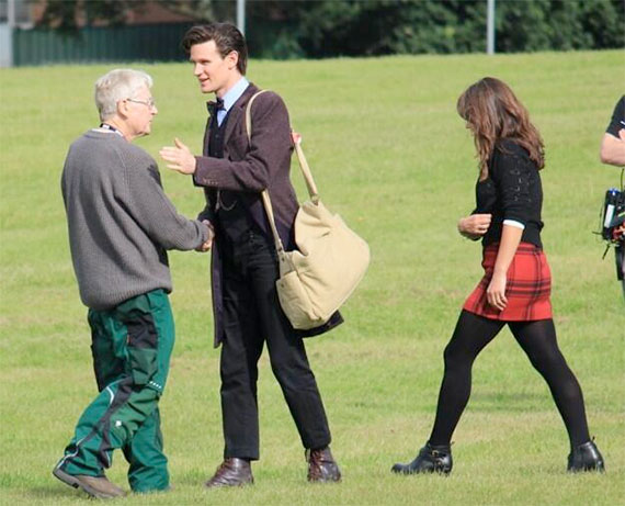 matt-smith-xmas-filming-2013-wig